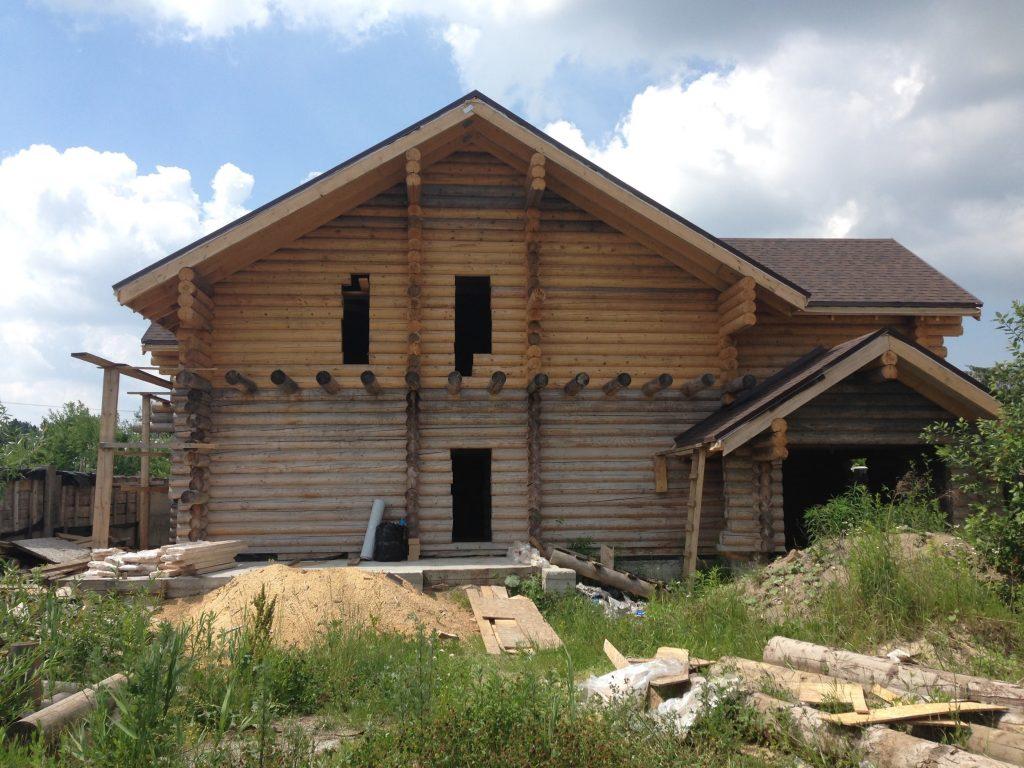 Фото будови ( видно, що перший поверх стоїть вже кілька років )