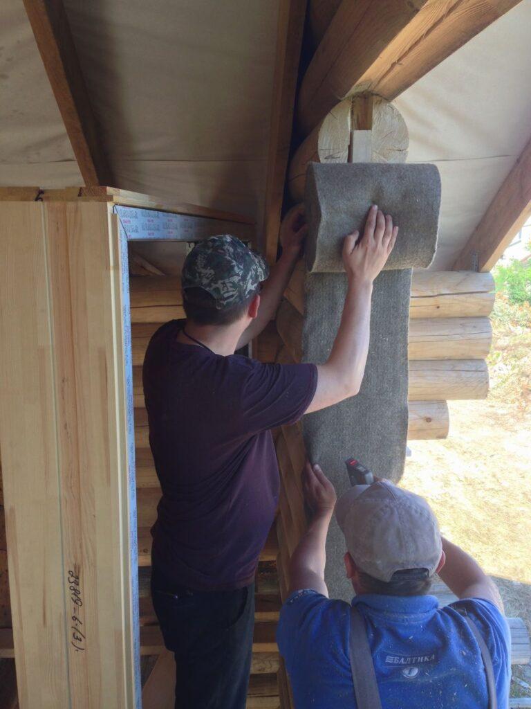 Обивка віконного прорізу стрічковим льоном (паклею)